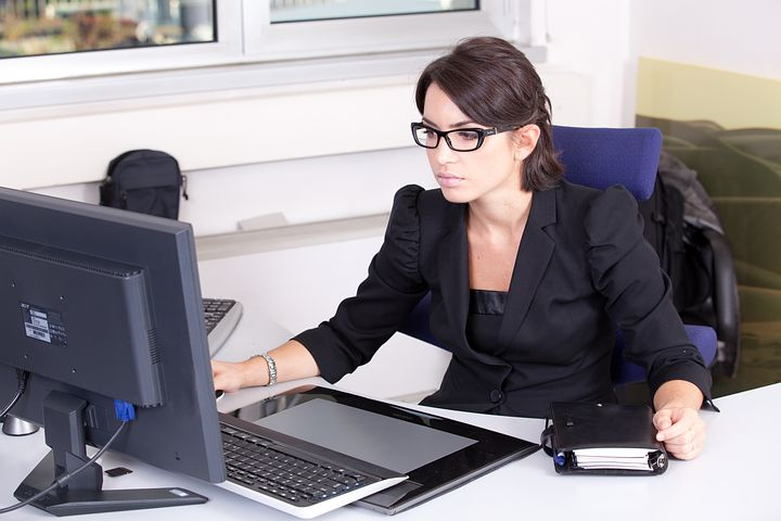 Female accountant setting up a self managed super fund