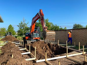 Swimming pool builders in Gold Coast digging a hole